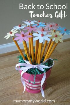 What teacher would\'t like to have a pretty bouquet of flowers on their first day back to school? This DIY Back to School Teacher Gift is easy to make and inexpensive, but will be sure to bring out a smile.