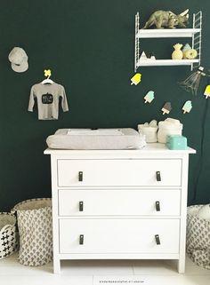 Babykamer groen #commode | Kinderkamerstylist.nl