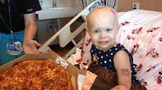 Two-Year-Old Cancer Patient Asks For Pizza And The Internet Obliges Faith in humanity restored Surprise Pizza, Pizza Day, Window Signs, Pizza Delivery, Faith In Humanity Restored, Childhood Cancer, Boost Your Metabolism, Two Year Olds, Happiness