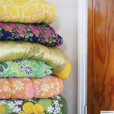 Granny Chic, Cottage Homes, Small Rooms, Textures Patterns, My Room, Retro Vintage, Bed Pillows, Pillow Cases, Nostalgia