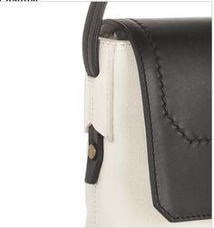 strap anchor detail Leather Handle, Leather Bag, Purse Storage, Leather Workshop, Carpet Bag, Leather Design, Tote Purse, Handmade Bags, Leather Working