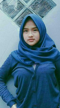Pin Image by Hijabi Sholehah Modest Fashion Hijab, Hijab Chic, Beautiful Muslim Women, Beautiful Hijab, Muslim Beauty, Islamic Girl, Arab Women, Indonesian Girls, Girl Hijab