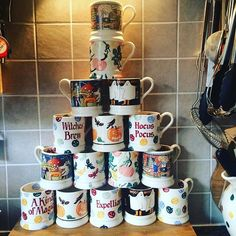 Unpack the last box at last ! Need to found room for those pretties soon will be the Halloween season , looking forward to the new one in October 😜🕸🎃👻 Emma Love, My Emma, Susie Watson, Emma Bridgewater Pottery, Halloween Season, Halloween Ideas, Pretty Soon, Mugs, Tableware