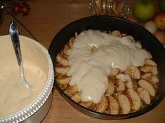 Η γρήγορη και πιο τραγανή μηλόπιτα που έχουμε δοκιμάσει! Αυτό που την κάνει ιδιαίτερη είναι το γεγονός ότι το μπισκότο ψήνεται από πάνω και μετά αναποδογυρίζει για να «μουσκέψει». YΛIKA 3-4 … Sweets Recipes, Fruit Recipes, Candy Recipes, Desert Recipes, Apple Recipes, Greek Desserts, Greek Recipes, Easy Desserts, Delicious Desserts