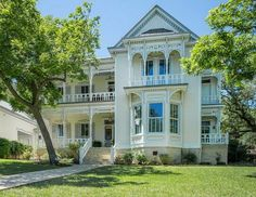 Victorian at 832 Belvin San Marcos TX For Sale | hookedonhouses.net