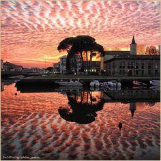 •Deep Pink• La #PicOfTheDay #turismoer di oggi ammira un #tramonto di #novembre sul porto di #Cervia. Complimenti e grazie a @fabio_panza / Today's PicOfTheDay turismoer admires a #November #sunset on Cervia's harbour. Congrats and thanks to fabio_panza