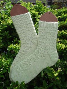 Sadie: a sweet and simple cabled sock