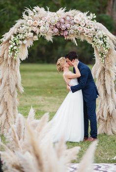 The most dreamy wedding arch ever Neutral ideas for the neutral wedding ceremony Ab .