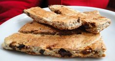 Cereal bars made of brown rice, oats, whey, sesame and raisins