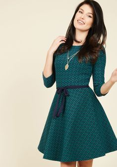 <p>With a stunning portfolio and this textured dress in your wardrobe, you're set to build your customer base! Meeting with potential patrons is essential, and by introducing yourself in the diamond print of this navy and aqua frock, you'll have a collection of consumers in no time at all.</p>