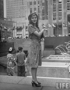 """Five different girls posing in front of Rockefeller center """"from series on beautiful girls in New York"""", taken in 1944 by Alfred Eisenstaedt."""