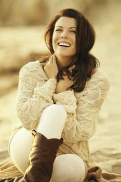 Lauren Graham This lady is just style in a whole person!