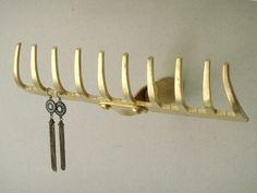 DIY Wandhaken zum Ordnen und Dekorieren Arrange and store with DIY wall hooks from rake Diy Wand, Diy Wall Hooks, Hanger Hooks, Mur Diy, Jewelry Stand, Jewelry Rack, Hanging Jewelry, Jewelry Storage, Jewelry Holder