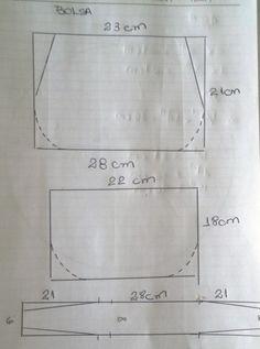 Patchwork tote bag sewing tutorial using charmpacks Leather Bags Handmade, Handmade Bags, Bag Patterns To Sew, Sewing Patterns, Handbag Patterns, Pre Quilted Fabric, Tutorial Diy, Purse Tutorial, Diy Bags Purses