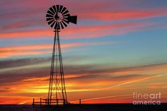 Windmill Photograph - The Break Of Day by Jim Garrison; place in Windmills contest. Windmill Art, Farm Windmill, Old Windmills, Pictures To Paint, Cool Pictures, Colorado Trail, Pretty Backgrounds, Back Road, Old Barns