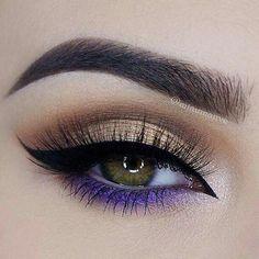 Maquillaje de ojos y cejas, morado, cafe y dorado, delineado.