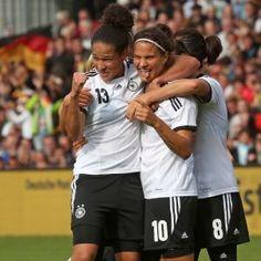 9:0-Sieg gegen Russland: DFB-Frauen starten souverän in WM-Qualifikation  Siehaben nichts verlernt: Knapp acht Wochen nach Gewinn des EM-Ti...  http://www.spiegel.de/sport/fussball/frauenfussball-deutschland-schlaegt-russland-in-wm-quali-a-923677.html