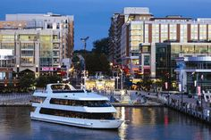 Our boat charters and private yacht charter offer an unparalleled view of the scenic Potomac. Learn more about National Harbor's boat charters.