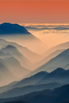 No info on this. Just love the blue-black silhouetted mountains. Nature Pictures, Cool Pictures, Beautiful Pictures, Watercolor Landscape, Landscape Paintings, Beautiful World, Beautiful Places, Landscape Photography, Nature Photography