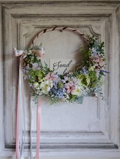 Simple, with ribbon. Wedding Wreaths, Wedding Flowers, How To Preserve Flowers, Dried Flowers, Grapevine Wreath, Entryway Decor, Flower Art, Flower Arrangements, Centerpieces