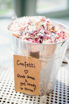 confetti bucket petals for guests wedding ideas