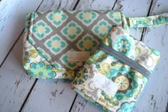 GIVEAWAY.....enter to WIN this lovely Diaper Clutch w/Matching Travel Pad. Ends on Weds, Sept 24, 2014  Enter HERE:   https://gleam.io/yS7Cf/diaper-clutch-wmatching-travel-pad-giveaway-