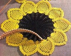 Free crochet patterns and video tutorials: How to crochet sunflower doily free written patter...