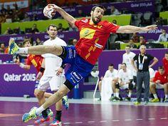 España debuta con victoria mundialista en un partido sin defensas