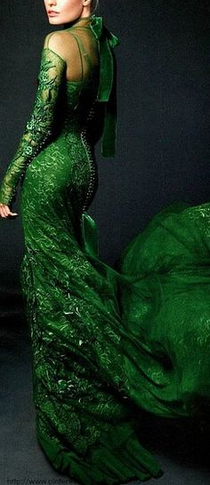 Kate Bosworth in a gorgeous emerald green gown. Beauty And Fashion, Green Fashion, Spring Fashion, Vestidos Color Verde Esmeralda, Style Vert, Emerald Green Dresses, Emerald Gown, Emerald City, Emerald Color