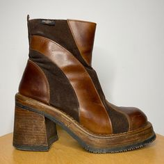 Dr Shoes, Sock Shoes, Me Too Shoes, Pretty Shoes, Cute Shoes, Striped Boots, Dr. Martens, 70s Outfits, Funky Shoes