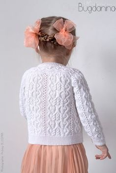 Baby Cardigan Knitting Pattern Free, Baby Sweater Patterns, Knit Baby Sweaters, Knitted Baby Clothes, Baby Knitting Patterns, Toddler Cardigan, Knitting For Kids, Knit Fashion, Flower Girl Dresses