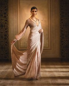 Indian Fashion Trends, Indian Bridal Fashion, Indian Wedding Outfits, Bridal Outfits, Indian Outfits, Indian Clothes, Asian Fashion, Women's Fashion, Dress Indian Style