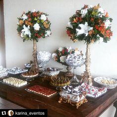 Repost @karina_eventos ・・・ Aniversário de 40 anos do Adalberto! Mesa linda! Tudo pronto para a festa começar.  ☎️ (48) 3333-7007   www.atteliededocesfinos.com.br ❣ #docesfinos #atteliededoces #carolinadarosci #sobremesa #docinhos #casamento #eventos #artesanal #feitoamao #docesgourmet #Florianópolis #sweettooth #festa #lembrancinha #empresas #amigosecreto #biscoitodeamendoas #gift #mesalinda #docinhos #mesadedoces #festa  #40anoswalberto #karinaeventos #espaçoondas #Dj #aniversários