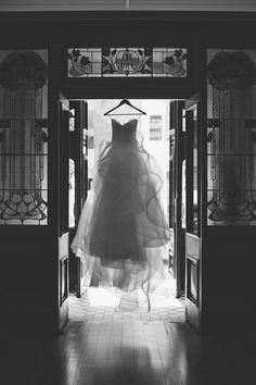 Stunning Karen Willis Holmes wedding dress portrait in black and white | Peggy Saas Photography | See more: http://theweddingplaybook.com/elegant-gallery-wedding-inspiration/