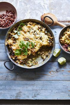 22 ovenschotels met gehakt - Libelle Lekker Fodmap Recipes, Healthy Recipes, Good Food, Yummy Food, Foodies, Main Dishes, Chicken Recipes, Curry, Veggies