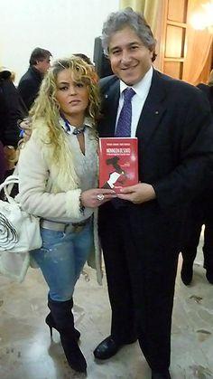 """Leandra D'Andrea in Arte Ledy Napule e lo scienziato Antonio Giordano, alla presentazione del libro """"Monnezza di stato"""""""