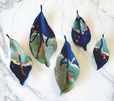 Some weekend leaves on string. They make good ornaments, too. More ideas. Leave Art, Pot Pourri, Painted Leaves, Jolie Photo, Aboriginal Art, Nature Crafts, Creative Inspiration, Art Lessons, Art Inspo