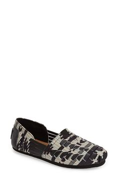 Free shipping and returns on TOMS Woven Huarache Flat (Women) at Nordstrom.com. This intricately woven, summery flat blends the traditional look of the huarache with iconic TOMS details.