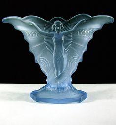 Art Nouveau Schmetterling Vase by August Walther & Sohne. Types Of Glassware, Art Nouveau Design, William Morris, Glass Design, Hand Blown Glass, Colored Glass, Art Decor, Glass Art, Sculptures