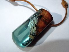 resina y madera, madera y resina, collar de resina,  resin pendant, resin jewelry, colgante de resina,  handmade, collar de madera