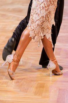Cinderella-Style: Glanzvoll bis in die Schuhspitzen | Ballroom Style