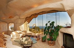 Flintstones style house in Malibu. architecture, architectural design, buildings, architecture design idea and inspiration Unique Homes For Sale, Unusual Homes, Flintstone House, Fred Flintstone, Malibu Homes, Interior And Exterior, Interior Design, Malibu California, Earth Homes