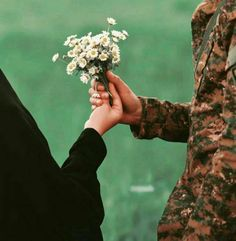 Muslim Couple Quotes, Cute Muslim Couples, Military Couples, Military Love, Cute Love Couple, Cute Couple Pictures, Couples In Love, Love Photos, Muslim Couple Photography