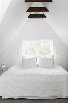 I like those little beams, would be awesome when our new bedroom is finished moving into the attic.
