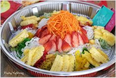 Cuisine Paradise | Singapore Food Blog | Recipes, Reviews And Travel: [Wordless Wednesday] Celebrate Chinese Lunar New Year In Singapore - Lo Hei Yu Sheng (捞起魚生)- Fruity style