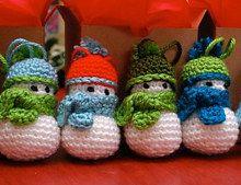 2000 Free Amigurumi Patterns: Snowman ornament crochet pattern