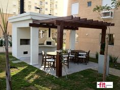 Outdoor kitchen w pergola Backyard Shade, Backyard Patio, Backyard Landscaping, Outdoor Seating, Outdoor Rooms, Outdoor Living, Outdoor Decor, Gazebo Pergola, Design Exterior