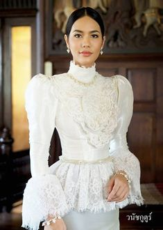 New Wedding Vintage Suit Style Ideas Cute Dresses, Vintage Dresses, Beautiful Dresses, Casual Dresses, Fashion Dresses, Thai Traditional Dress, Traditional Fashion, Traditional Outfits, Thai Wedding Dress