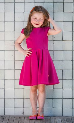 Otje Fuchsia Feest: de lieveling uit onze collectie. De perfecte #feestjurk. Sjiek maar comfortabel voor dartele dametjes.  #feestjurk #verjaardagsjurk #communiejurk #feest #partydress #bridesmaid #dress #kinderkleding #jurkjes #zomerjurkje #summerdress #pink #roze