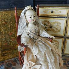 http://theoldwoodensisters.blogspot.com/2016/07/queen-anne-doll-15-wedding-costume.html Queen Anne doll